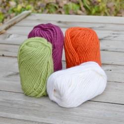 Lot de 4 pelotes de laine vierge
