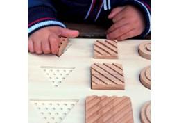 Encastr' tactile, jeu sensoriel d'encastrement en bois