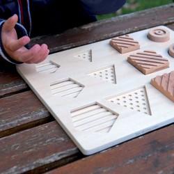 Encastr' tactile, jeu tactile d'encastrement en bois pour personnes mal voyantes