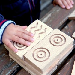 Grands Dominos tactiles (12 cm) en bois