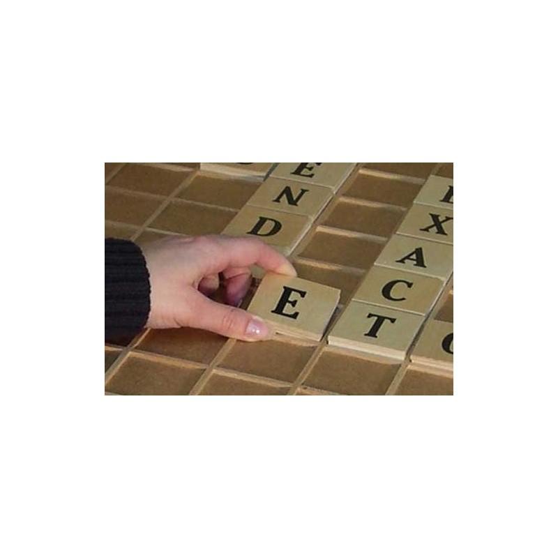 jeu des mots g ants jeu de lettre du type scrabble en grand format pour personnes ag es ou. Black Bedroom Furniture Sets. Home Design Ideas